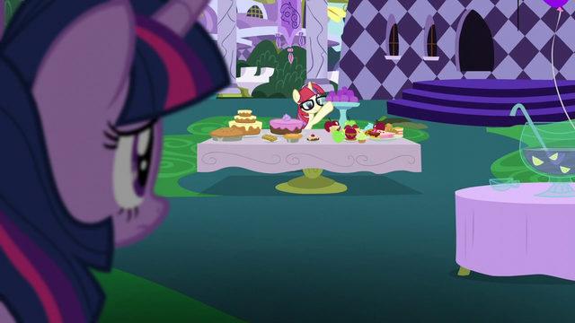 File:Moon Dancer setting the party table S5E12.png