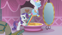Rainbow Dash trying to get away S1E10