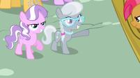 Silver Spoon waving S3E4