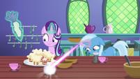 Trixie turns sugar bowl into a teacup S7E2
