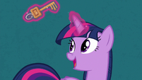 Twilight Sparkle levitating a key S7E2