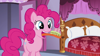 Pinkie eating another cupcake S5E14
