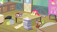 Apple Bloom pushes checklist S4E17