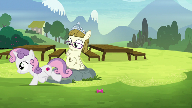 File:Sweetie Belle running back to her friends S7E6.png