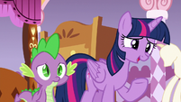 Twilight asking Rarity about the boat trip S6E22