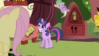 Twilight tosses Spike off her back S1E01