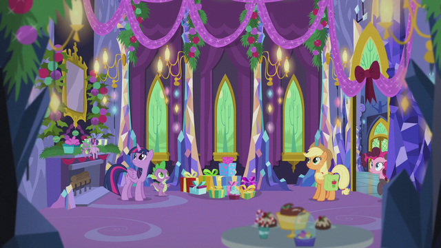 File:Twilight and friends hear the train whistle S5E20.png