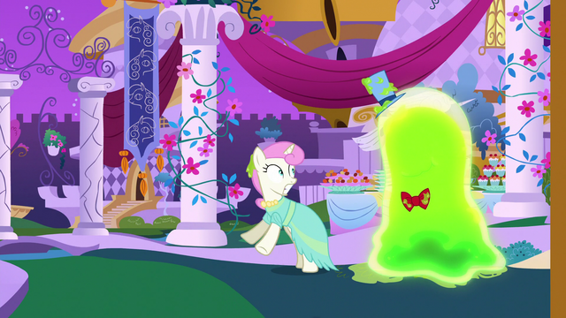 File:Twinkleshine scared of the Smooze S5E7.png