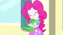 Pinkie Pie hugging her plush Gummy SS7