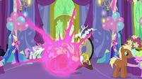 Twilight teleports away from Discord S7E1
