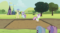Sweetie Belle hopping S2E05