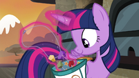Twilight taking out rock candy necklace S4E18