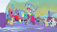 Jester Pinkie losing her balance S03E02