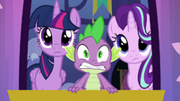 Spike looking panicked at the approaching object S6E25