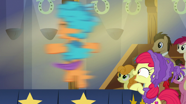 File:Tender Taps spinning around on stage S6E4.png