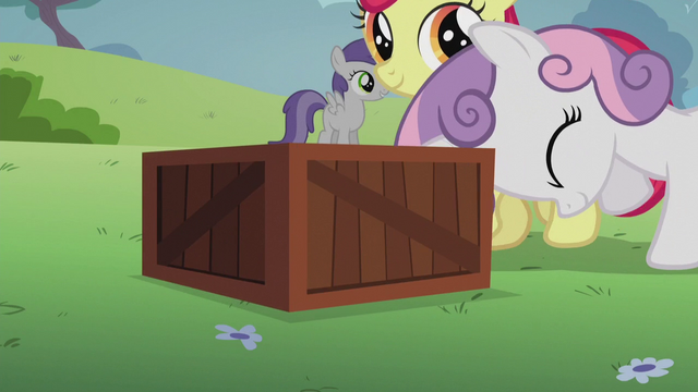 File:Sweetie Belle pushes a box S5E18.png