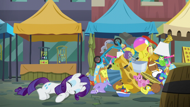 File:Rarity fainting S6E3.png