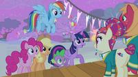 Twilight praising the Ponytones S4E14