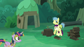Goldengrape holds Boysenberry as Twilight enters S5E26.png
