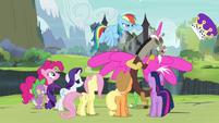 Rainbow Dash knocks off Discord's hat S4E25