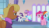 Ms Harshwhinny talking to Princess Cadance S3E12