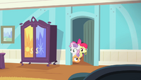 Cutie Mark Crusaders in the door frame S4E24