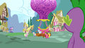 Cherry Berry giving hot air balloon rides S3E9.png
