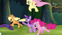 Twilight's friends gallop ahead of her S4E04
