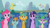 Pinkie Pie in crowd S01E06