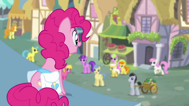 File:Pinkie Pie looking over pony crowd S4E12.png