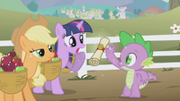 Spike hands over the letter S1E03