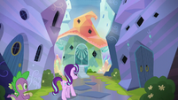Starlight and Spike approach Sunburst's house S6E1