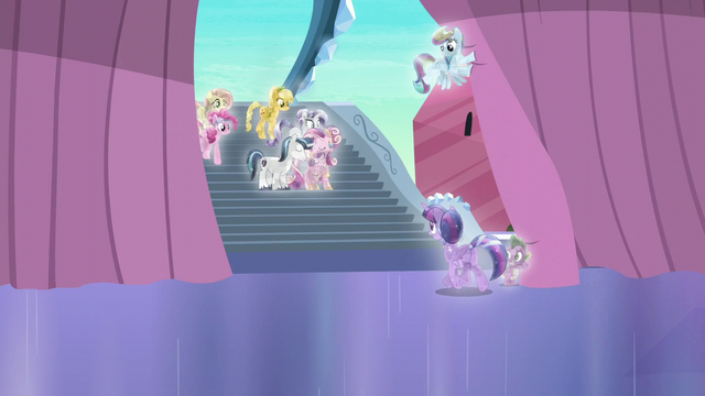 File:Twilight walking towards her friends and family S6E2.png