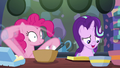 Pinkie Pie rapidly mixing cake ingredients S6E21.png