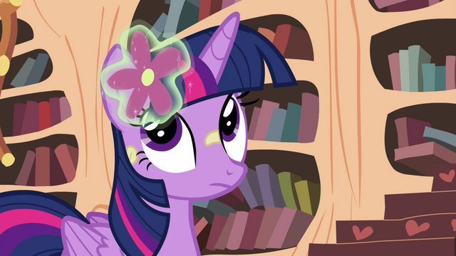 File:Twilight with flower in her mane S4E15.png