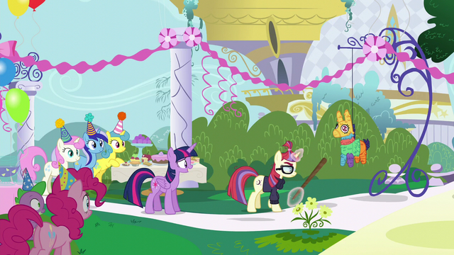 File:Moon Dancer approaches the pinata S5E12.png