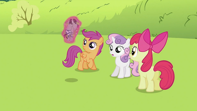 File:Smarty Pants being shown to CMC S2E03.png