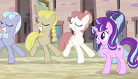 Equal ponies dancing in sync S5E1