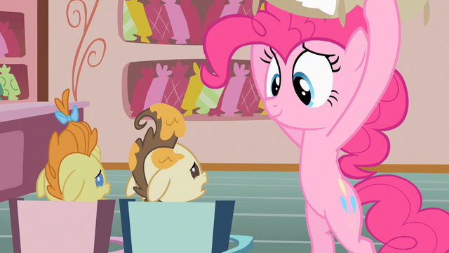 File:Pinkie Pie lookie here S2E13.png