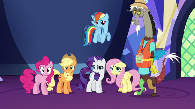 File:Twilight's friends feeling guilty S5E22.png