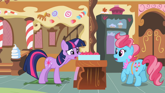 File:Twilight looking at cupcakes 2 S2E03.png