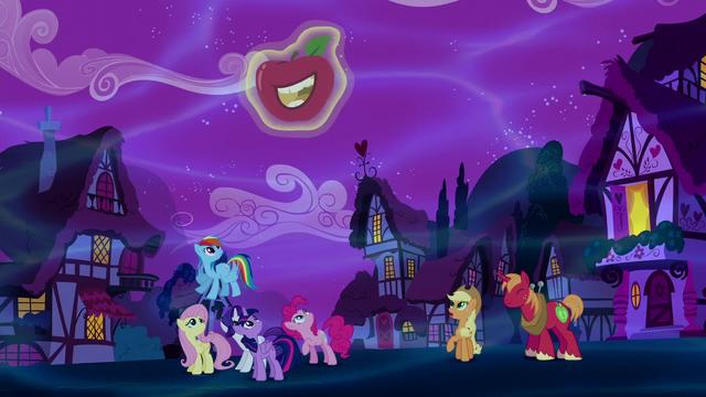 File:Unicorn Big Mac creates a smiling apple S5E13.png