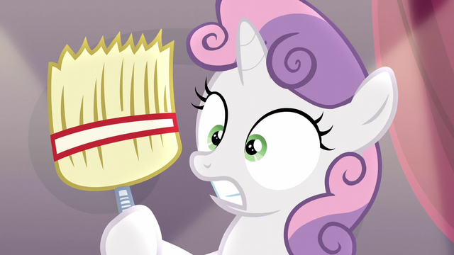 File:Sweetie surprised at holding a broom S5E4.png