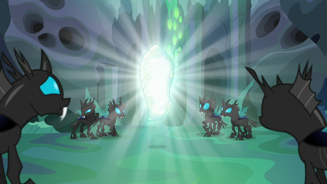 File:Thorax encased in a magic cocoon S6E26.png
