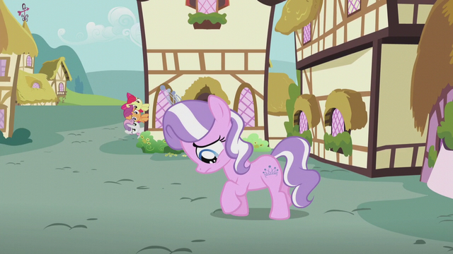 File:Diamond Tiara walking while sad S5E18.png