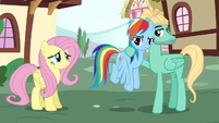 Rainbow looking unamused at Fluttershy S6E11