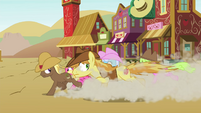 Earth ponies running in Appleloosa S4E25