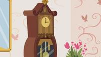 Grandfather clock S7E12