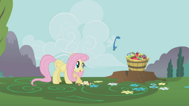 File:Parasprite about to eat bucket of apples S1E10.png