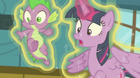 "Twilight Sparkle ""nopony panic!"" S7E3"